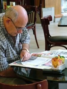 reading-the-paper-1514066